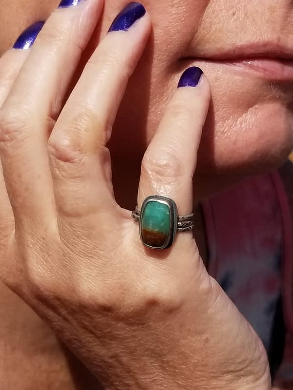 Women with green Ring on Finger
